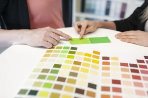 Hjälp vid färgsättning i färghandeln och på plats hos er